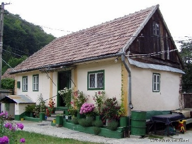 Houses in bucharest romania bing images - Romanian peasant houses ...